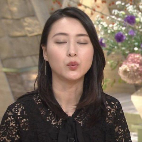 小川彩佳アナの着衣おっぱい画像