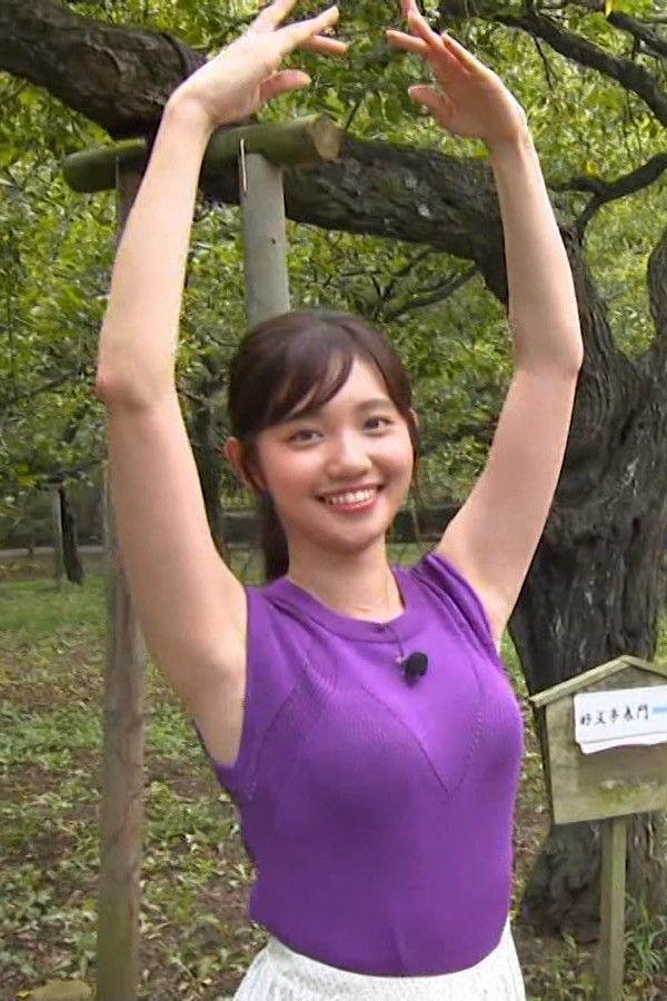 田中瞳アナの着衣おっぱい画像