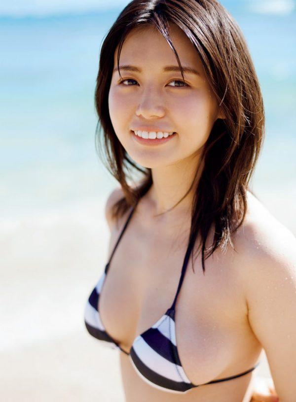 井口綾子の水着おっぱい画像
