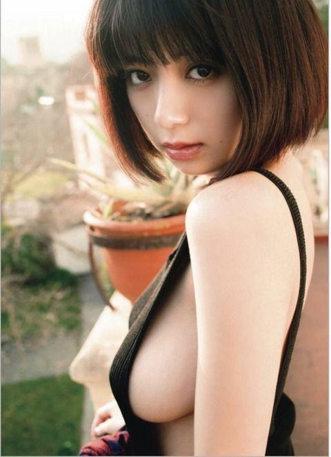 池田エライザの水着おっぱい画像