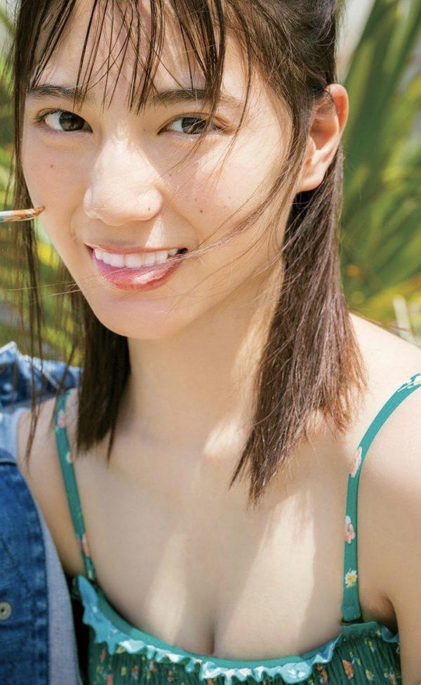 小坂菜緒の水着画像