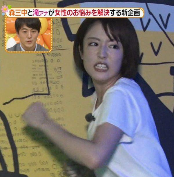 滝菜月アナの胸チラ・エロ画像