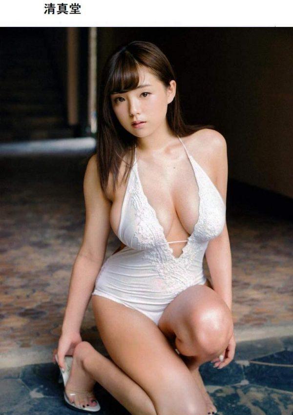 篠崎愛の水着おっぱい画像