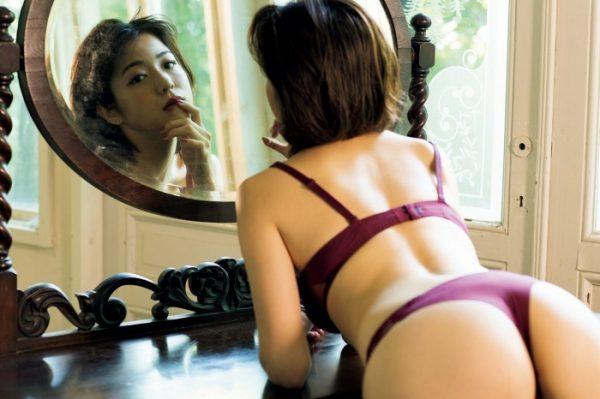 中村静香のエロおっぱい画像